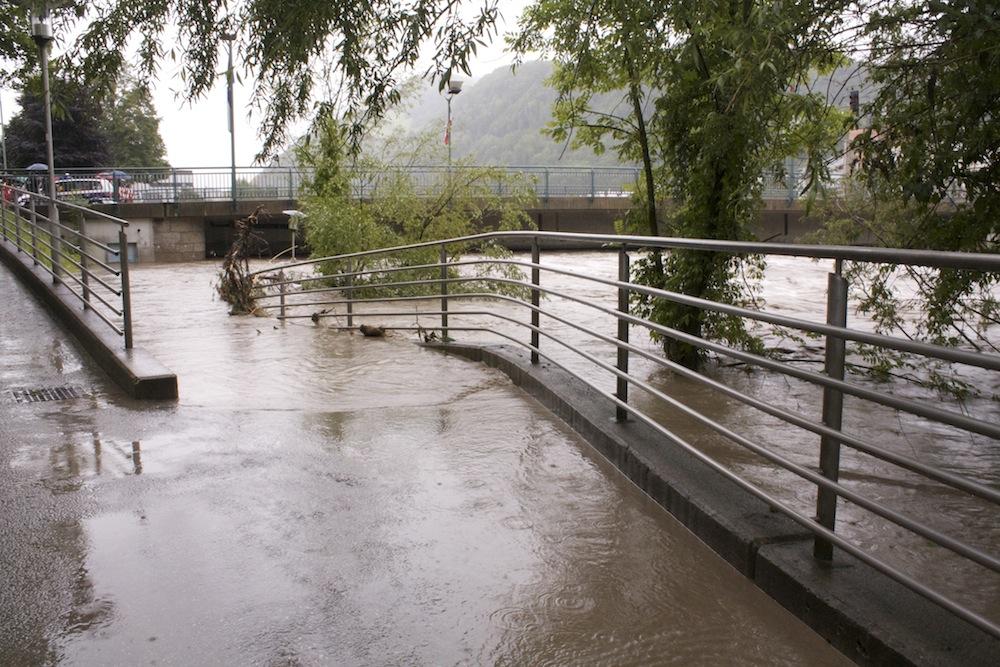 Hochwasser an der Stadtbrücke in Hallein, 2013
